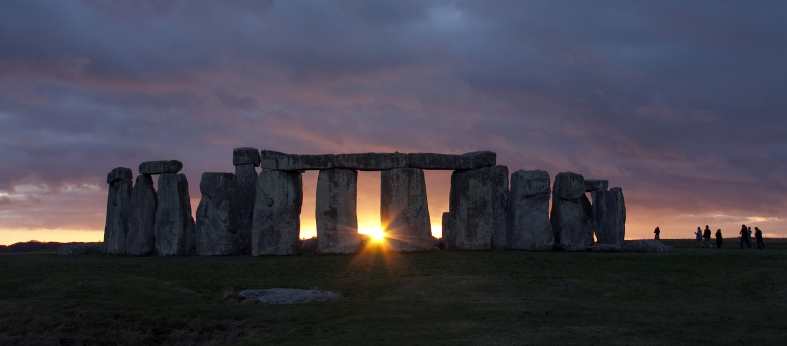 desktop_sunrise-tour-stonehenge